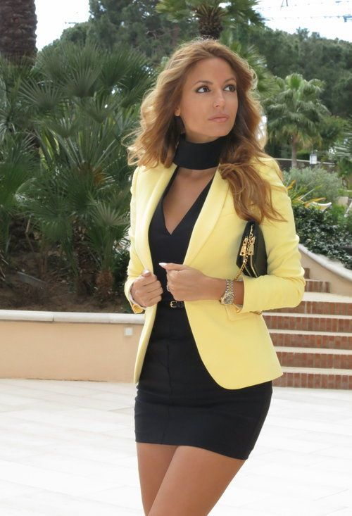 Un Vestido Ajustado De Vestir Con Un Reloj Dorado 15 Looks