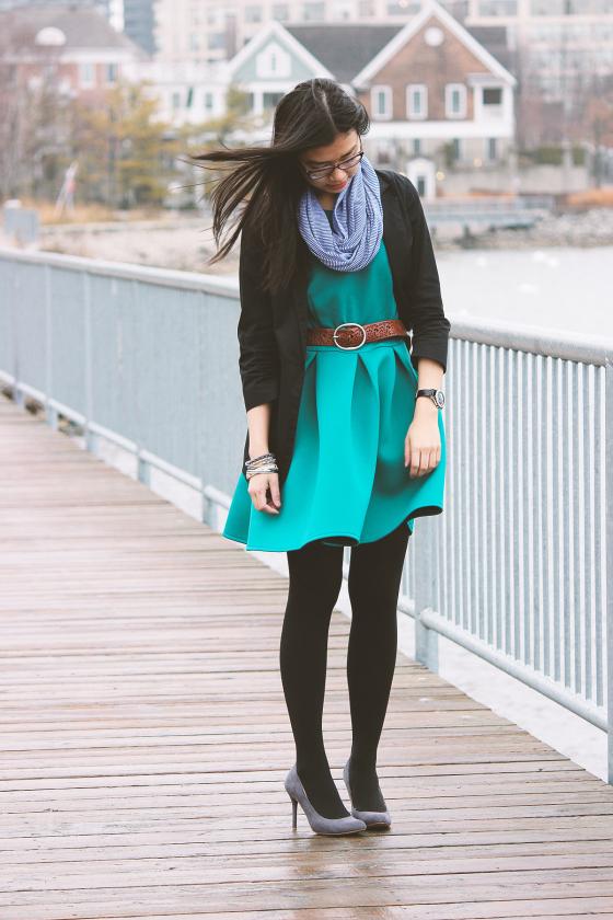 Con que zapatos combinar un vestido azul turquesa