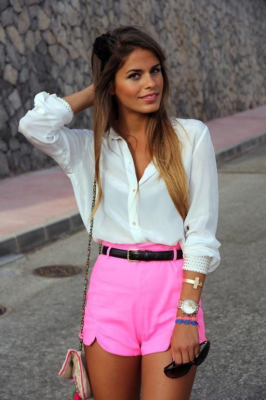 16adcded6f440 Cómo combinar unos pantalones cortos rosa (31 looks de moda)