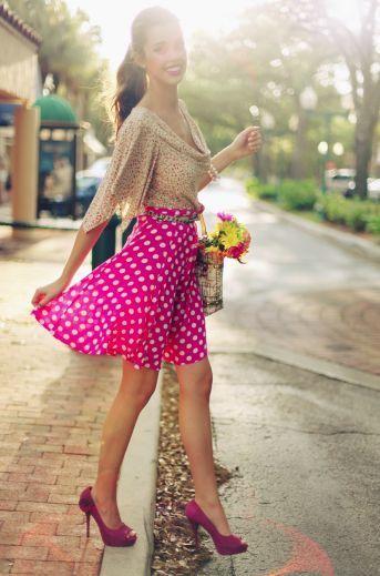 Cómo combinar una falda skater rosa (22 looks de moda)  85639262dbe9