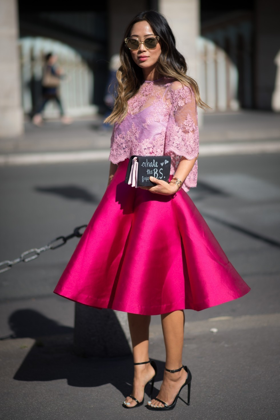 4eee6d561 Cómo combinar una falda campana rosa (24 looks de moda)