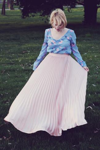 1e58a560c Look de moda: Blusa de manga larga con print de flores celeste ...