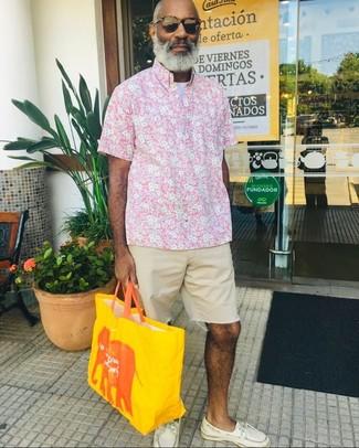 Combinar una camisa en blanco y rosa estilo casuale (53