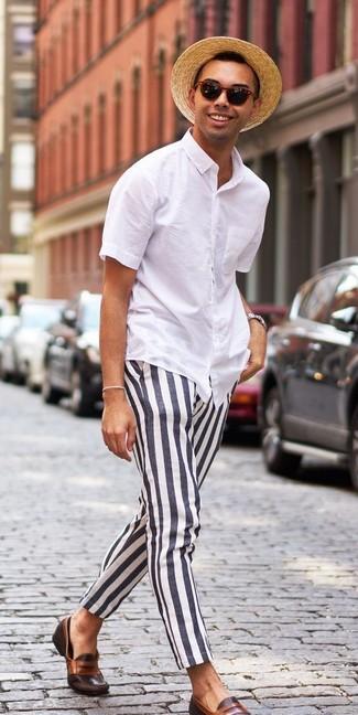 Intenta combinar una camisa de manga corta blanca junto a un sombrero de paja marrón claro de Esprit para una apariencia fácil de vestir para todos los días. Mocasín de cuero marrón oscuro levantan al instante cualquier look simple.