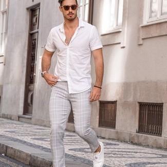 Unos Pantalones De Vestir Con Unos Tenis Blancos Para Hombres De 30 Anos 1200 Outfits Lookastic Espana