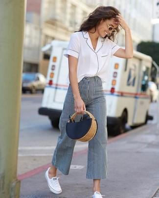 Como Combinar Unos Pantalones Anchos De Rayas Verticales 23 Outfits Lookastic Espana