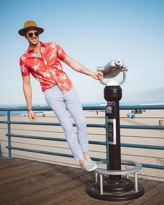 Empareja una camisa de manga corta con print de flores roja junto a un sombrero de paja marrón claro de Esprit para una apariencia fácil de vestir para todos los días. Zapatillas slip-on de cuero grises son una opción incomparable para complementar tu atuendo.