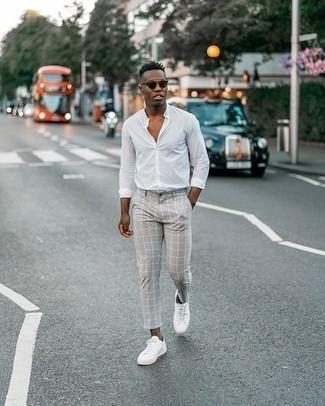 Como Combinar Unos Pantalones A Cuadros Con Unas Zapatillas Blancas 87 Outfits Lookastic Espana
