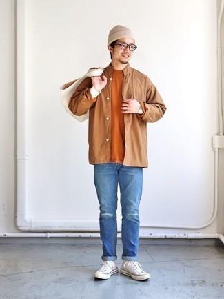 Cómo combinar unas gafas de sol transparentes: Ponte una camisa de manga larga marrón claro y unas gafas de sol transparentes para un look agradable de fin de semana. ¿Te sientes valiente? Elige un par de zapatillas altas de lona blancas.