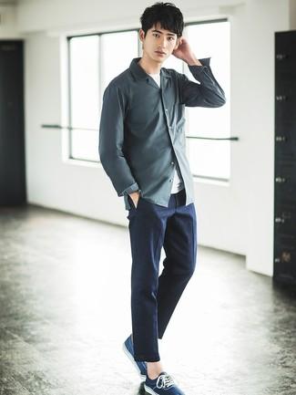 Como Combinar Unos Pantalones Grises Con Una Camisa Gris Para Hombres Adolescentes 2 Outfits Lookastic Espana