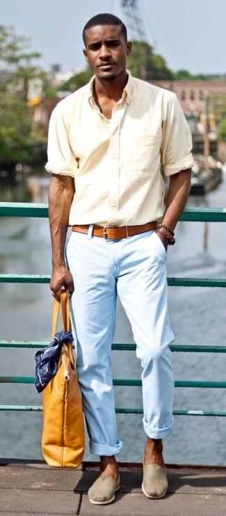 Look de moda Camisa de Manga Larga Amarilla, Pantalón Chino Celeste, Alpargatas de