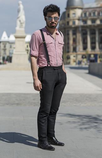 Cómo combinar unas gafas de sol grises: Utiliza una camisa de manga larga de cuadro vichy roja y unas gafas de sol grises para un look agradable de fin de semana. Dale un toque de elegancia a tu atuendo con un par de botas formales de cuero negras.