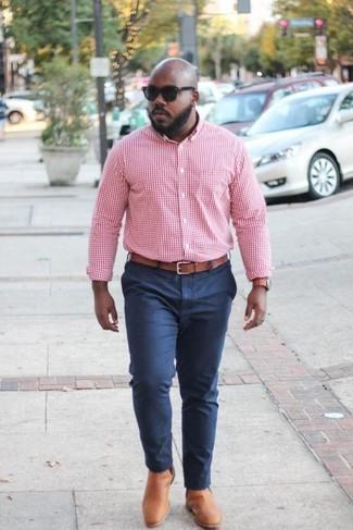 Cómo combinar un reloj de cuero en tabaco: Emparejar una camisa de manga larga de cuadro vichy rosada con un reloj de cuero en tabaco es una opción incomparable para el fin de semana. Completa tu atuendo con botines chelsea de cuero en tabaco para mostrar tu inteligencia sartorial.
