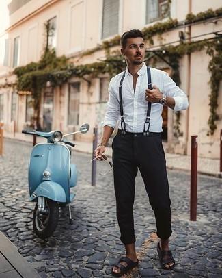 Cómo combinar unos tirantes: Ponte una camisa de manga larga blanca y unos tirantes para un look agradable de fin de semana. Sandalias de cuero negras resaltaran una combinación tan clásico.