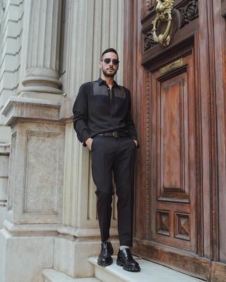 Cómo combinar: camisa de manga larga negra, pantalón de vestir negro, mocasín de cuero grueso negro, correa de cuero negra