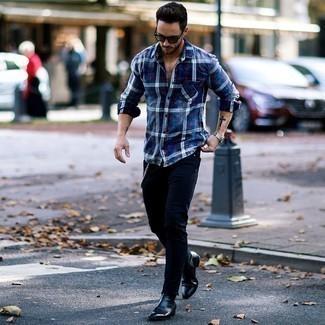 Cómo combinar un reloj plateado: Una camisa de manga larga de franela de tartán azul marino y un reloj plateado son una opción excelente para el fin de semana. Con el calzado, sé más clásico y usa un par de botines chelsea de cuero negros.
