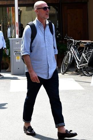 Cómo combinar una camisa de manga larga con un mocasín con borlas: Intenta ponerse una camisa de manga larga y unos vaqueros azul marino para cualquier sorpresa que haya en el día. ¿Te sientes valiente? Opta por un par de mocasín con borlas.