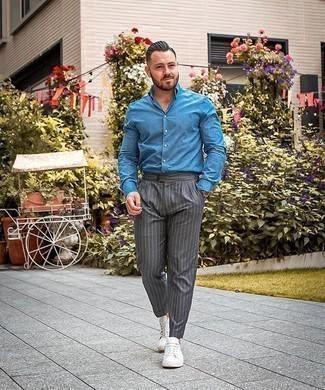 Como Combinar Unos Tenis Blancos Con Unos Pantalones De Rayas Verticales Grises Para Hombres De 30 Anos En Verano 2021 9 Outfits Lookastic Espana