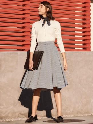 21f33edff Cómo combinar una falda campana gris (16 looks de moda) | Moda para ...