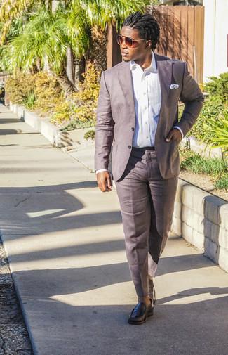 Cómo combinar un mocasín: Intenta combinar una camisa de vestir blanca junto a un pantalón de vestir de lino marrón para una apariencia clásica y elegante. Si no quieres vestir totalmente formal, opta por un par de mocasín.