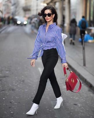 Cómo combinar un bolso de hombre de cuero rojo: Considera ponerse una camisa de vestir de rayas verticales azul y un bolso de hombre de cuero rojo para un look agradable de fin de semana. Botines de elástico blancos son una opción práctica para complementar tu atuendo.