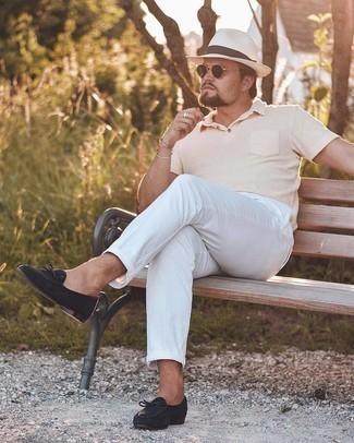 Cómo combinar un sombrero de paja blanco: Emparejar una camisa polo rosada junto a un sombrero de paja blanco es una opción muy buena para el fin de semana. Dale un toque de elegancia a tu atuendo con un par de mocasín de ante negro.