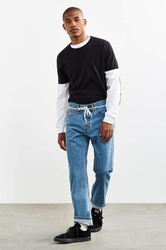 Cómo combinar unos tenis de ante negros: Empareja una camiseta de manga larga estampada en blanco y negro con unos vaqueros azules para un look agradable de fin de semana. Tenis de ante negros son una opción inigualable para complementar tu atuendo.