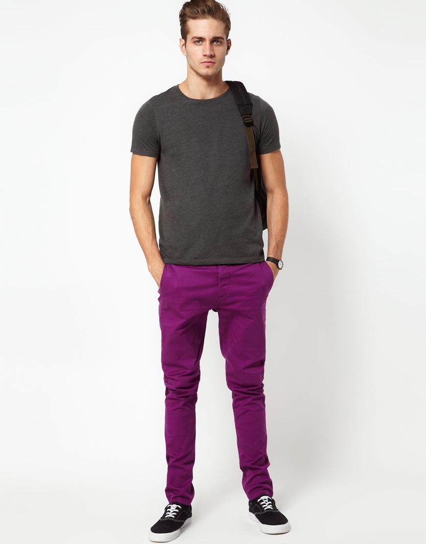 Cómo Pantalón Una Chino Combinar Un Camiseta Morado Con Oscuro 08OPwXnk