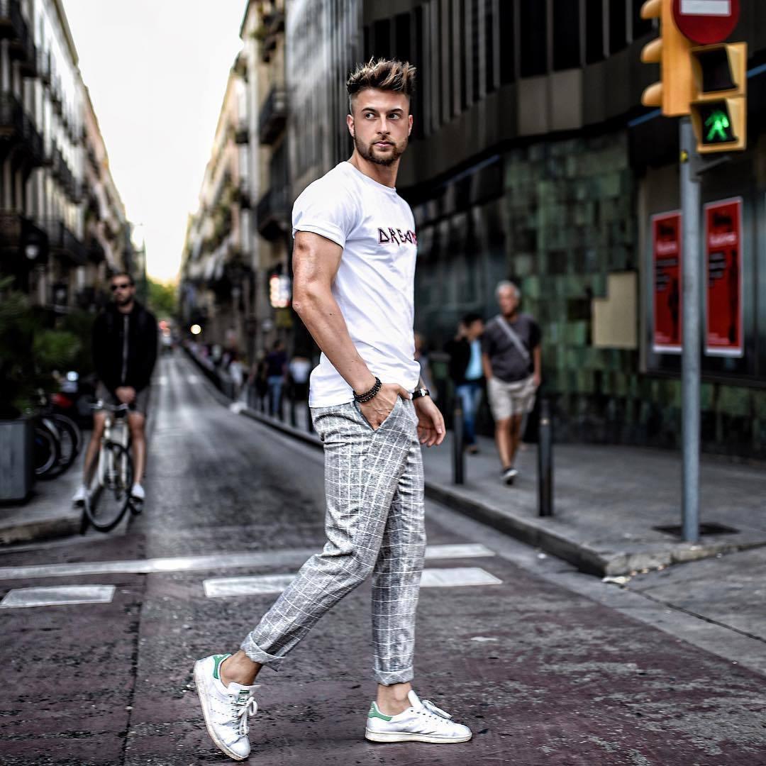 b547149634 Cómo combinar un pantalón chino a cuadros (16 looks de moda)