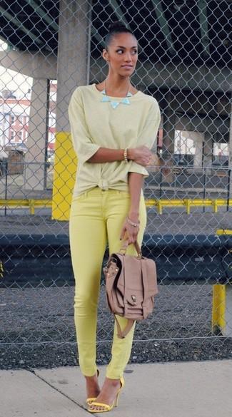 Camiseta con cuello circular amarilla de Nike