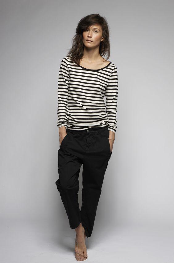 d742b36a816 Cómo combinar  camiseta de manga larga de rayas horizontales en blanco y  negro
