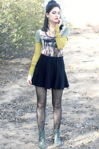 ece844553 Look de moda: Camiseta de manga larga estampada en multicolor, Falda ...