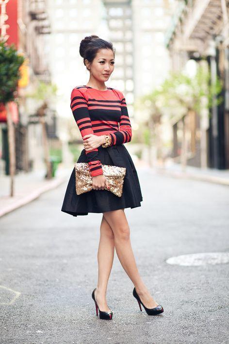 4320fe3db5 Cómo combinar  camiseta de manga larga de rayas horizontales en rojo y  negro