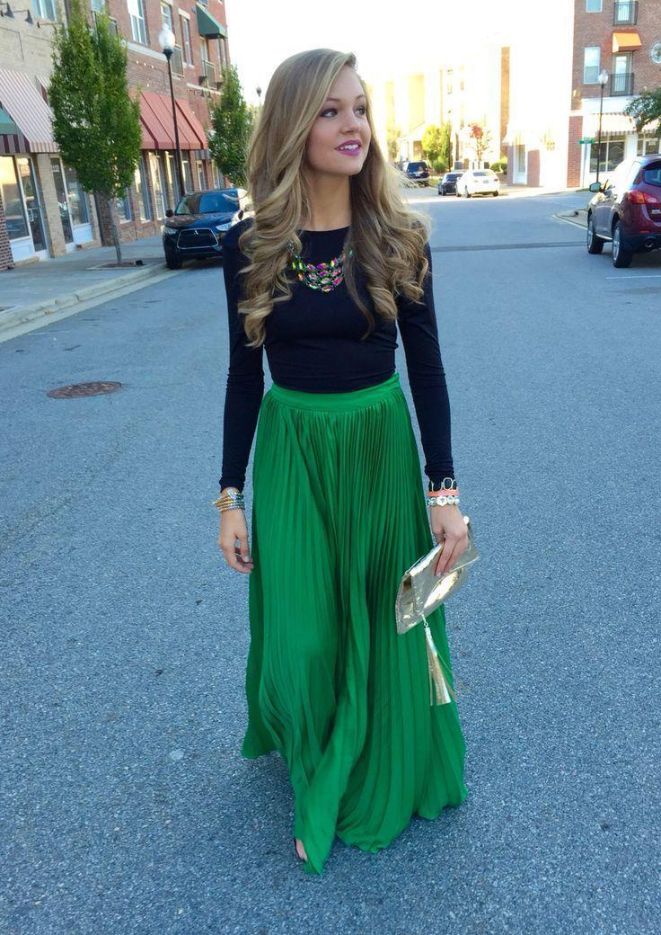 6e8f7396b Cómo combinar una falda larga plisada verde (5 looks de moda)