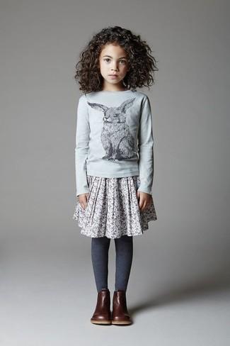 Cómo combinar una falda gris: