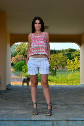 Cómo combinar una camiseta sin manga en blanco y rosa (31 looks de ... ebf329260b4f