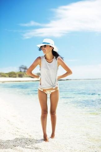 Cómo combinar una camiseta sin manga gris: Considera ponerse una camiseta sin manga gris transmitirán una vibra libre y relajada.