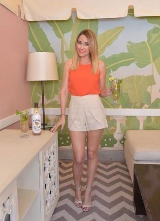 Camiseta sin manga naranja pantalones cortos beige sandalias de tacon beige large 1499
