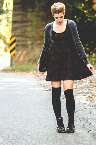 Vestido skater con print de flores burdeos de Asos