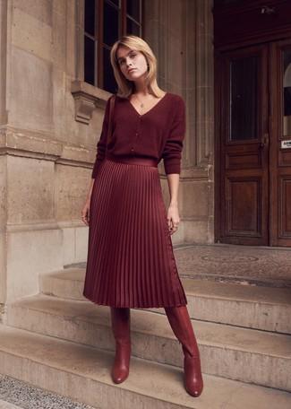 0d8383932 Cómo combinar una falda midi burdeos (60 looks de moda) | Moda para ...