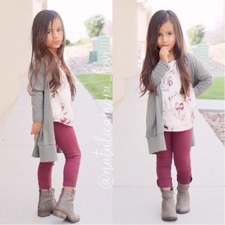 Cómo combinar: cárdigan gris, camiseta con print de flores en beige, leggings morado, botas grises