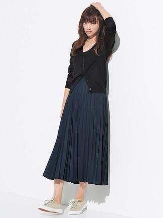 Cómo Combinar Una Falda Plisada Azul Marino 40 Outfits Lookastic España