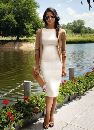 df6e18a2e7 Un cárdigan de vestir con un vestido tubo blanco (4 looks de moda ...