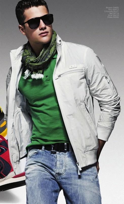 Todos Con tu ropa Look de moda Cazadora de Aviador Blanca, Camisa Polo Verde, Vaqueros Azules,