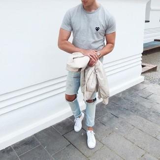 Emparejar una cazadora de aviador beige de MYSHOESTORE junto a unos vaqueros pitillo desgastados celestes es una opción práctica para el fin de semana. Zapatillas plimsoll blancas son una forma sencilla de mejorar tu look.