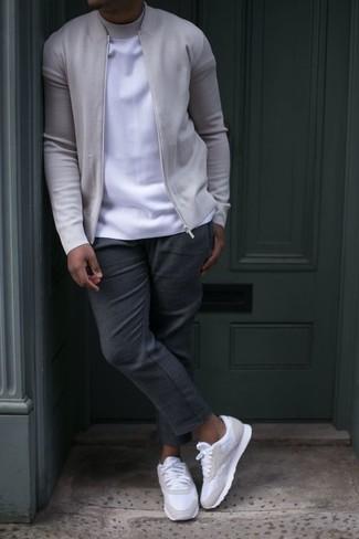 Pantalón chino en gris oscuro de Jeckerson