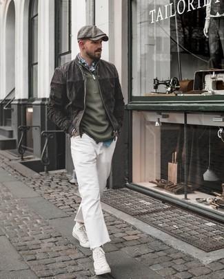 Cómo combinar una cazadora de aviador de ante gris: Ponte una cazadora de aviador de ante gris y unos vaqueros blancos para una vestimenta cómoda que queda muy bien junta. ¿Quieres elegir un zapato informal? Elige un par de zapatillas altas de lona blancas para el día.