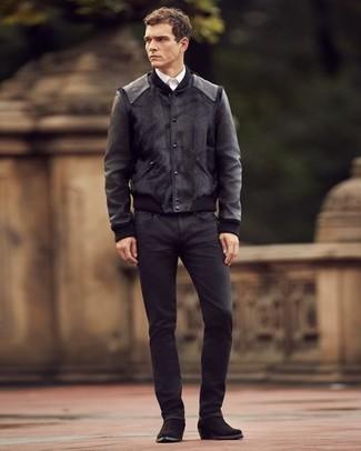 Cómo combinar una chaqueta negra: Casa una chaqueta negra junto a unos vaqueros negros para conseguir una apariencia relajada pero elegante. Haz este look más informal con botas camperas de ante negras.