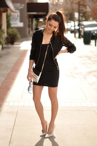 Como combinar un vestido negro con zapatos blancos