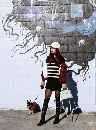 Cómo combinar: cazadora de aviador burdeos, vestido jersey de rayas horizontales en negro y blanco, botas sobre la rodilla de cuero negras, bolso bandolera de cuero celeste